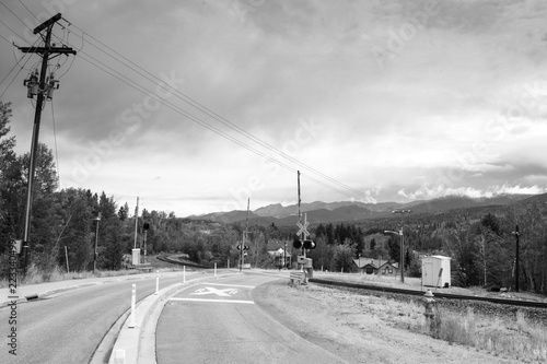 Fotografia, Obraz  Rail road crossing in the mountains in black and white