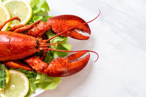 boiled lobster with vegetable and lemon Fototapete