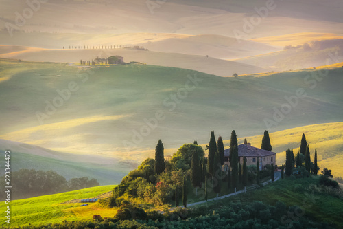 Deurstickers Toscane Tuscany green rolliing hills and field landscape