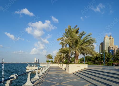 Poster Abu Dhabi Walkway by Corniche Road, Abu Dhabi, United Arab Emirates