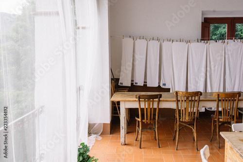 Beau Salle à Manger Avec Linge étendu Rideaux Blanc