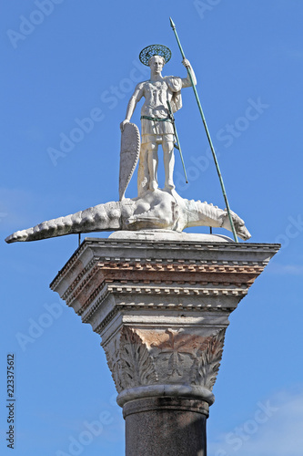 Tuinposter Historisch mon. Column of Saint Theodore Venice