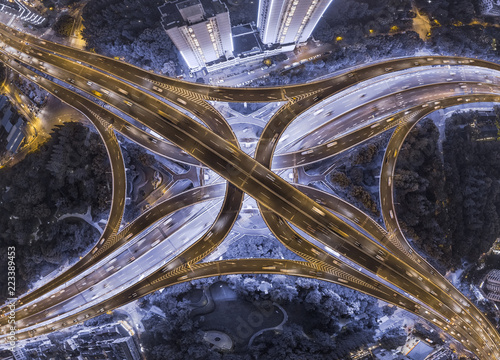 Poster Nacht snelweg aerial view of highway interchange at night