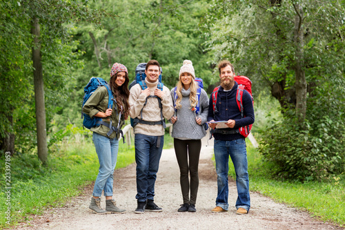 Canvas Print travel, tourism, hiking and people concept - happy friends or travelers with bac