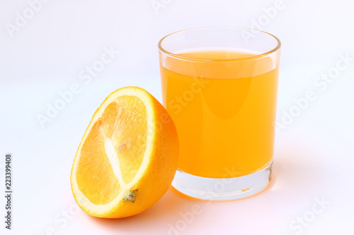 Foto op Aluminium Sap Orange juice isolated on a white background