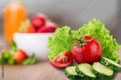 Fotografija  Fresh vegetables isolated on white