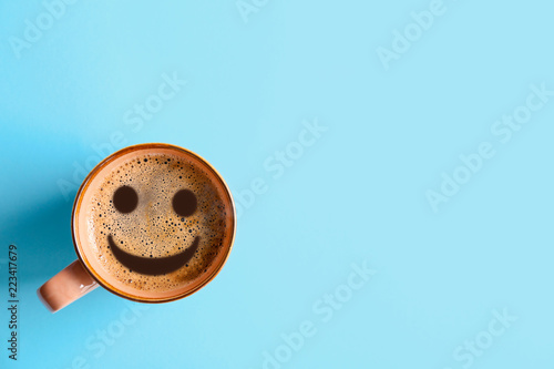 Valokuva Cup of aromatic hot coffee on color background