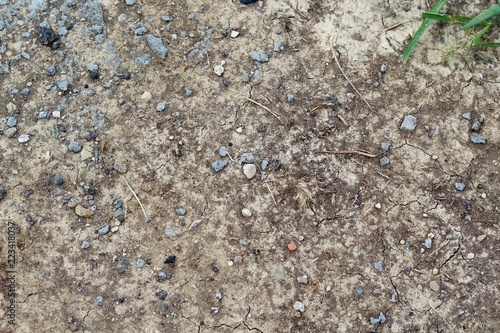 In de dag Stenen The dry cracked dirt soil ground texture on a close up view.