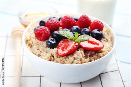 In de dag Buffet, Bar Oatmeal with berries in bowl on wooden table