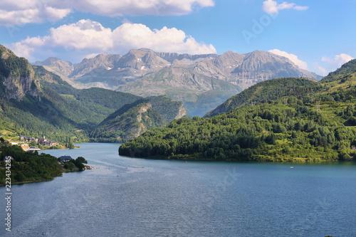 Obraz Lanuza Reservoir in Valle de Tena, Spain - fototapety do salonu
