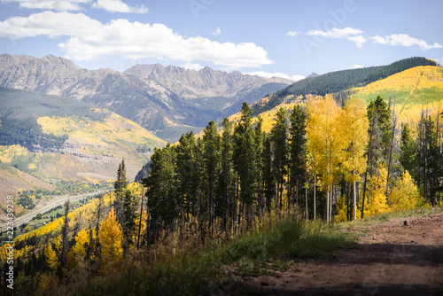 Spoed Foto op Canvas Chocoladebruin Landscape view of the Gore Range in the Rocky Mountains during autumn.
