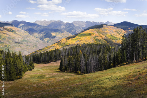 Spoed Foto op Canvas Wit Autumn, landscape view of the Gore Range and Golden Peak in Vail, Colorado.
