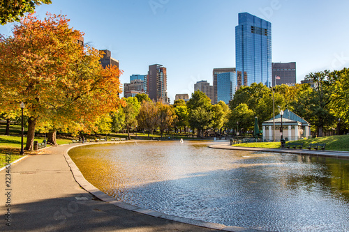 Canvas Print Boston City Skyline as Seen from Boston Common Public Park in Autumn