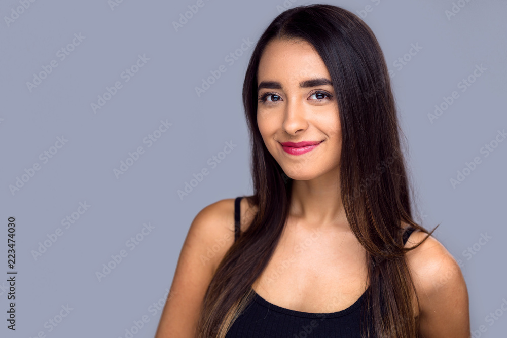 Fototapeta Commercial friendly hispanic girl with a nice genuine look of content, casual headshot