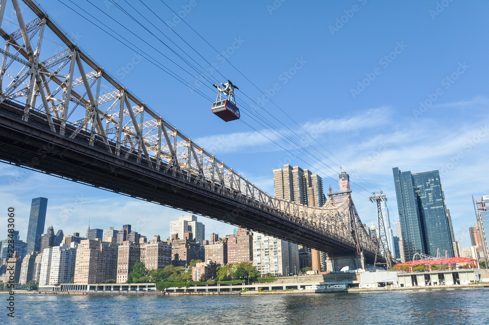 Fototapety, obrazy: Cable car to Roosevelt island in New York