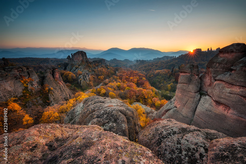 Spoed Foto op Canvas Grijze traf. Magnificent morning view of the Belogradchik rocks in Bulgaria, lit by the autumn sun