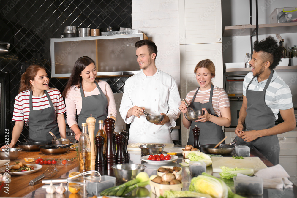 Fototapety, obrazy: Chef and group of young people during cooking classes