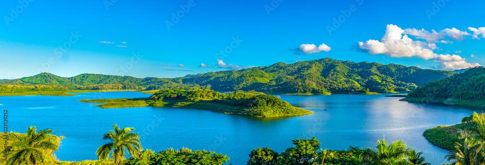 Fotografering  Hanabanilla Dam or Lake, Villa Clara, Cuba