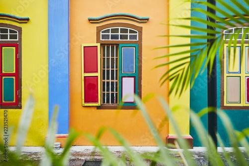 Tuinposter Aziatische Plekken Colorful window in Singapore