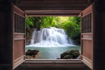 Panel Szklany Podświetlane Drzwi Open old wooden door to waterfall