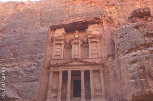 Fotobehang Midden Oosten Direct view of the Treasury (Al-Khazneh) - Petra, Jordan