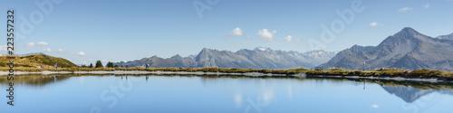Poster Bergen Panorama der Alpen mit Bergsee