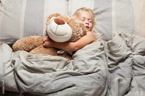 Fotografía  Baby girl sleep in bed, toddler dream