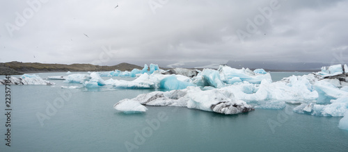 Staande foto Gletsjers Gletscherlagune Jökulsárlón am Fuß des Vatnajökull, Island