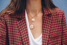 Fashion Blogger Outfit Details. Fashionable Woman Check Plaid Blazer, White T Shirt And Chunky Round Coin Chain Necklace. Detail Of A Perfect Fall Fashion 2018 Outfit.