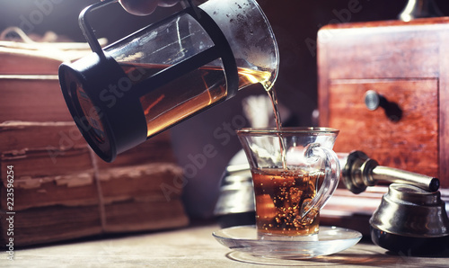 Photo  Brewing tea on a wooden table