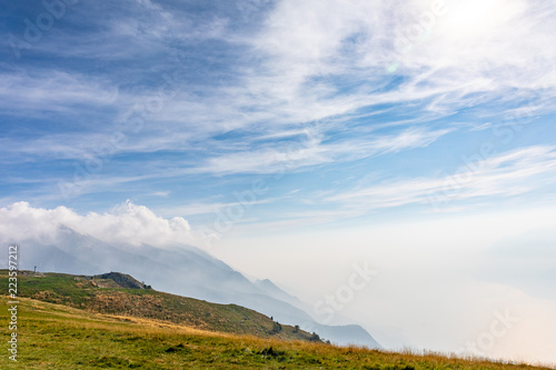 Fotobehang Blauwe hemel Mountain Landscape with Sky and Clouds