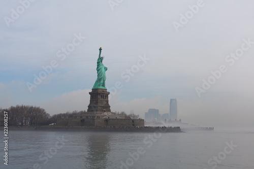 Fotografie, Obraz  Statue of Liberty as the fog breaks