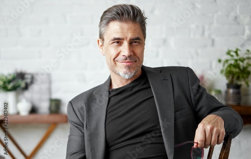 Foto  Portrait of happy older white man with gray hair