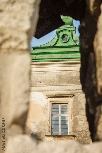 Spoed Foto op Canvas Oude gebouw View of the entrance tower through the hole in the wall. Castle in the Lviv region. Olesko