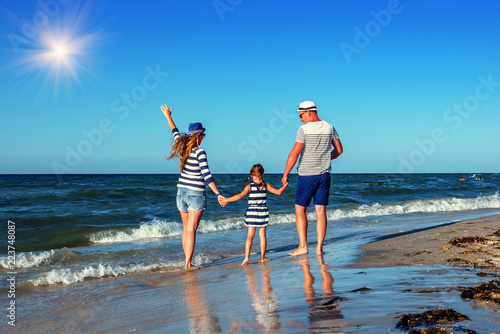 Fototapeta young family on the sea shore obraz na płótnie