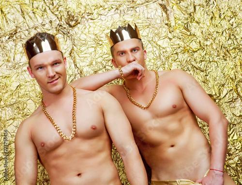 Fényképezés  dancers wearing costumes with golden crowns