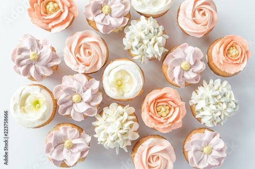 Photo  Mini cupcakes decorated with buttercream flowers.