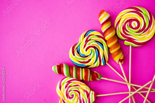 Fotografia, Obraz  colored, different sweets, lollipops on a pink background