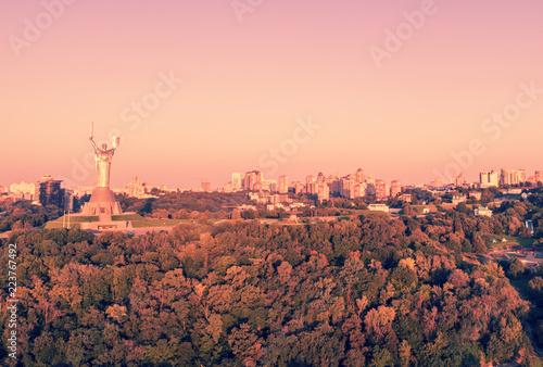 Foto op Plexiglas Kiev Skyline, city center. Kiev in the morning. A view of the right bank of the Dnieper. Ukraine