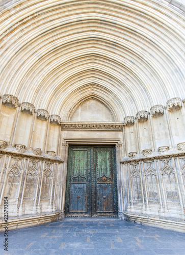 Fotografia  Wide angle South Door, Cathedral of Saint Mary of Girona, Girona, Catalonia, Spain