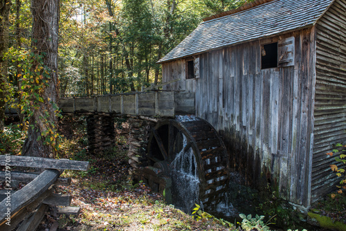 Fotografie, Obraz  old wooden mill in the smoky mountains