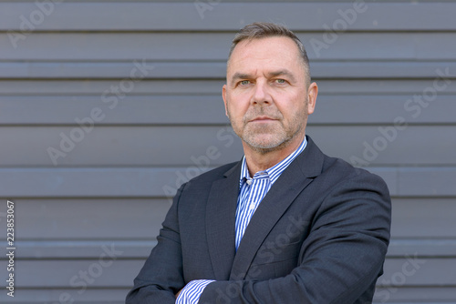 Fotografia  Confident middle age businessman over gray