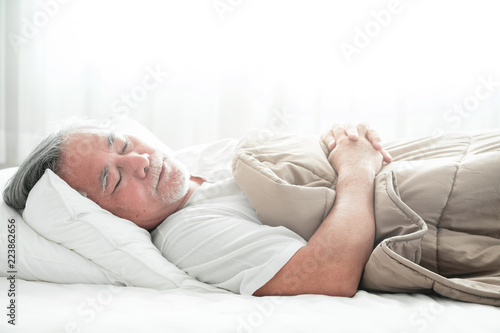Photographie  Senior man sleeping in bed.