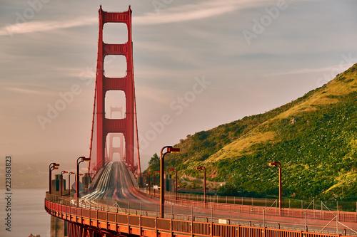Fotobehang Amerikaanse Plekken Golden Gate Bridge view at sunrise, San Francisco