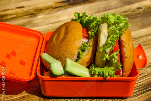 Foto op Aluminium Assortiment Hamburgers with lettuce in lunchbox on wooden table