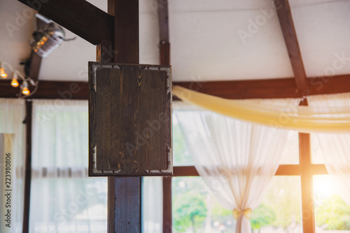 Fototapety, obrazy: Empty wooden plaque on a pillar indoors