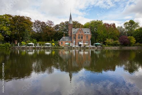 Deurstickers Brugge House on the lake in Bruges