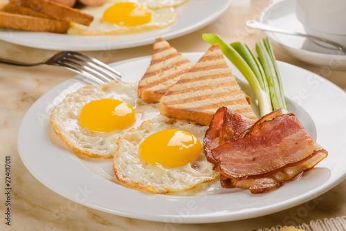 Fotografía  Eggs and bacon tasty breakfast