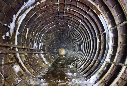 Fotografía  Abandoned subway tunnel