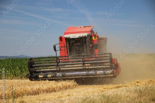 Foto  Mähdrescher bei der Ernte